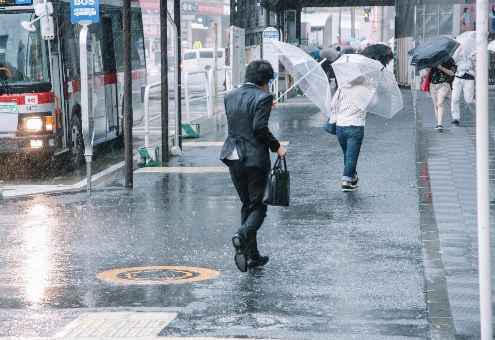 雨のシーン